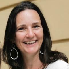 Anja Ruttkowski-Liebmann lacht freundlich.